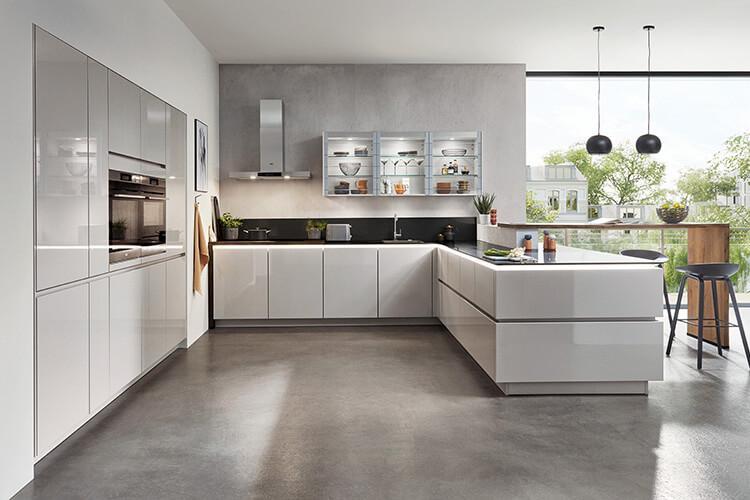 moderne edle Einbauküche in grau Hochglanz grifflos