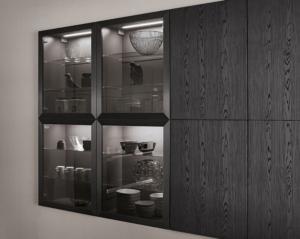 Glas-Wandschrank mit Alu-Rahmentür