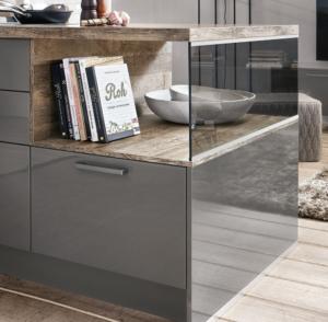 Design-Glaswangen als Abschluss von Küchenzeilen und -inseln