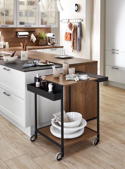 Rollwagen für Gewürze und Geschirr in Küchenoptik